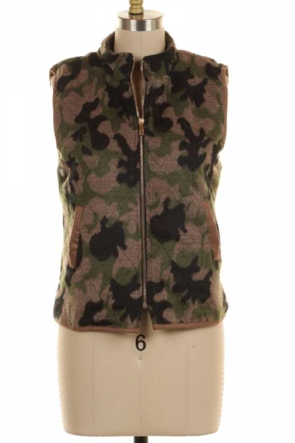 PLUS SIZE CAMOUFLAGE PRINT KNIT ZIP UP VEST WITH POCKETS