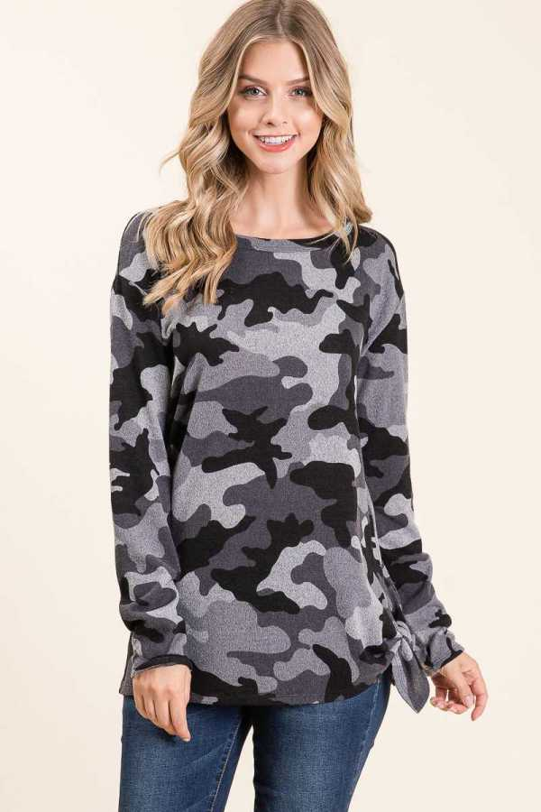 KNOTTED HEM LONG SLEEVE CAMOUFLAGE PRINT CREWNECK TOP