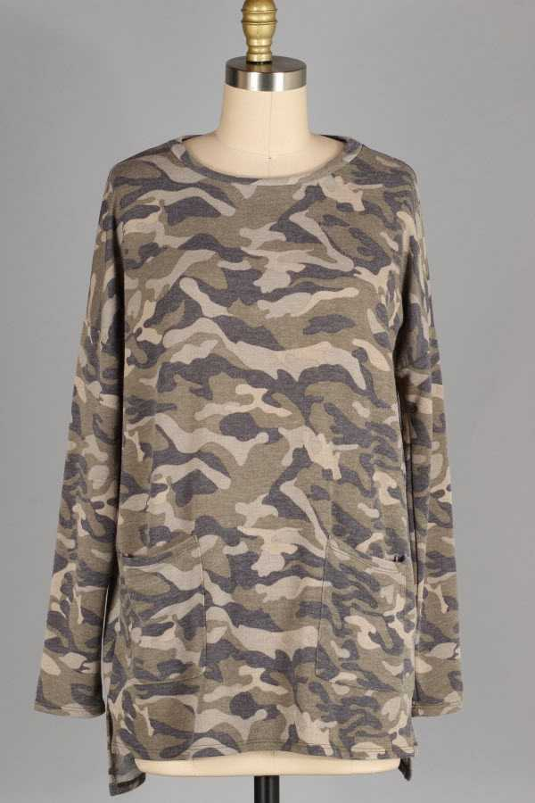 PLUS SIZE CAMOUFLAGE PRINT KNIT TOP WITH POCKETS