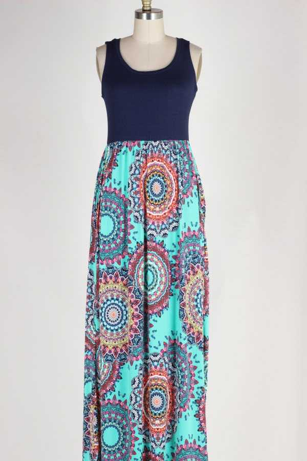 PLUS SIZE MEDALLION PRINT SLEEVELESS MAXI DRESS WITH POCKETS