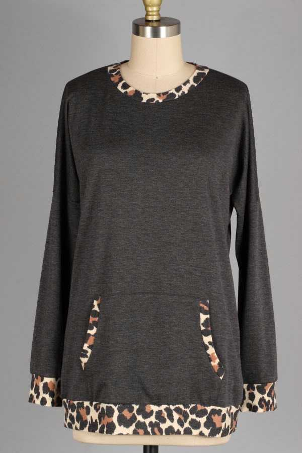 LEOPARD PRINT CONTRAST CREWNECK TOP WITH POUCH