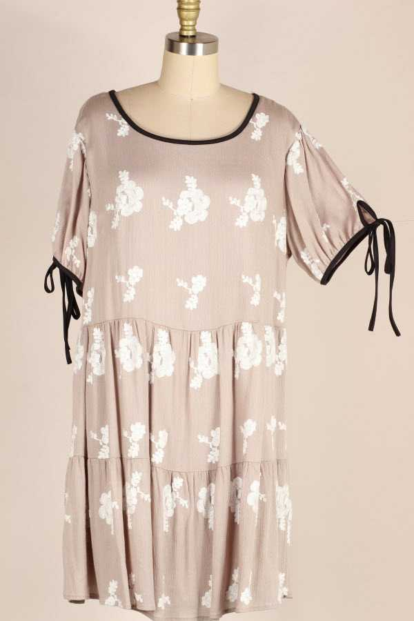 PLUS SIZE CONTRAST TRIM FLORAL EMBROIDERED MIDI DRESS