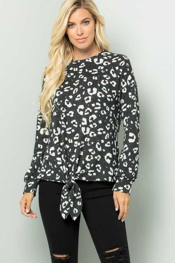 PLUS SIZE KNOTTED HEM ANIMAL PRINT DETAILED TOP