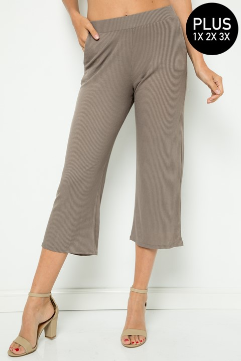 PLUS SIZE RIBBED CAPRIN PANTS