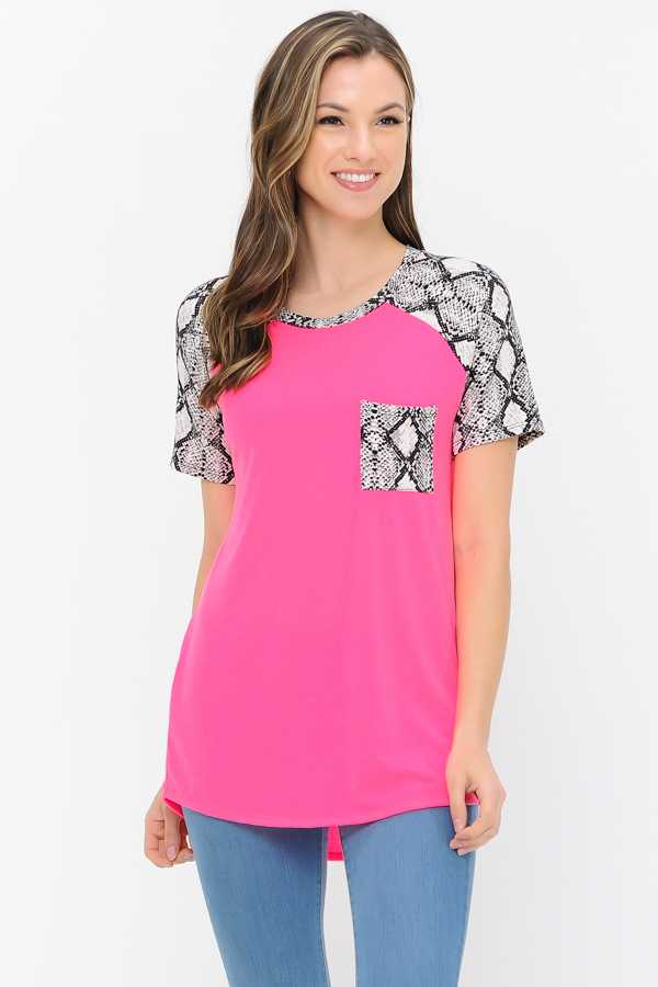 PLUS SIZE SNAKE PRINT CONTRAST TUNIC TOP WITH POCKETS
