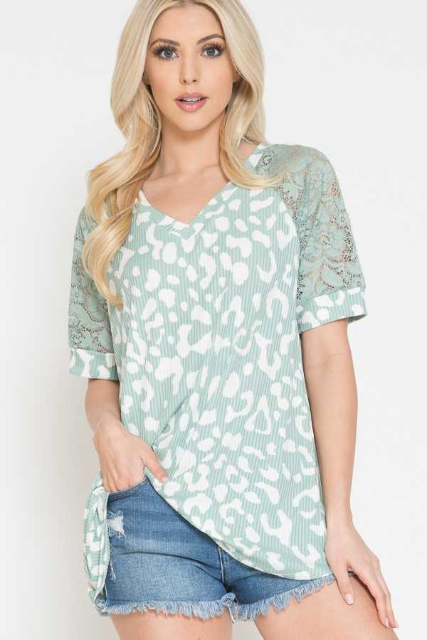 PLUS SIZE-ANIMAL PRINT DETAIL LACE SLEEVE TOP